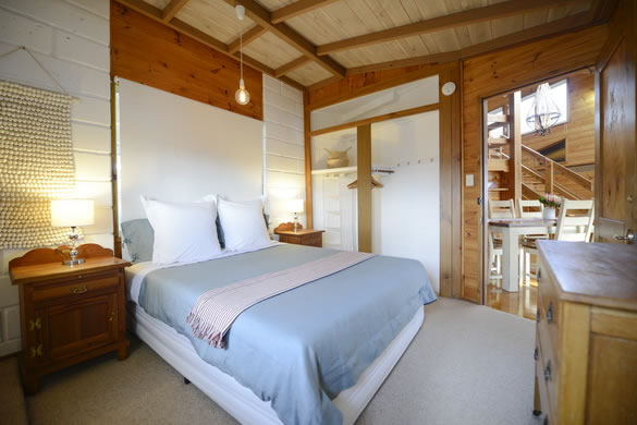 Queen Size Bed Room + Separate Bathroom - Eagle View Esperance
